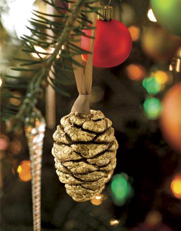 Pinecone handmade holiday ornament gtl1206 de berry for Homemade christmas decorations using pine cones